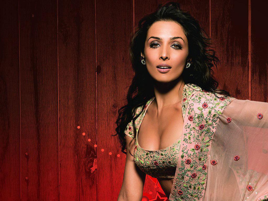 http://1.bp.blogspot.com/-VtqJr2i0EB0/TZ91u67XWvI/AAAAAAAADO4/9hR3nIE3AK8/s1600/Bollywood_Wallpaper_EHMCGC.jpg