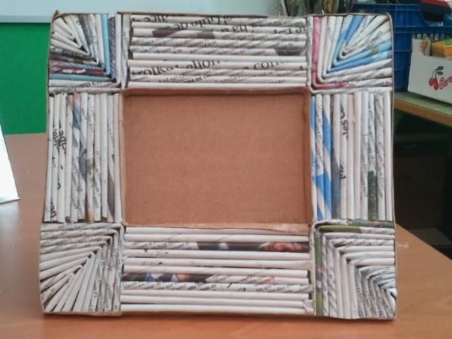 Myself manualidades marcos de papel de peri dico - Marcos de papel para fotos ...
