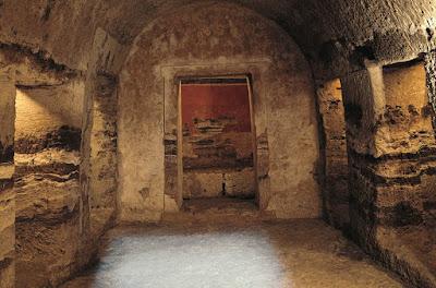 Ο Πολυθάλαμος Λαξευτός Τάφος της Πέλλας