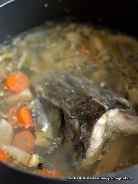 jesiotr , obiad , danie jednogarnkowe , z ciecierzycą , z jarmużem , rybka , z rybą , z kociołka , pożywne danie , domowe jedzenie , kuchnia polska , najlepsze przepisy , najsmaczniejsze dania