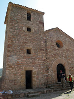 Façana principal i campanar de Sant Pere de Valldeneu