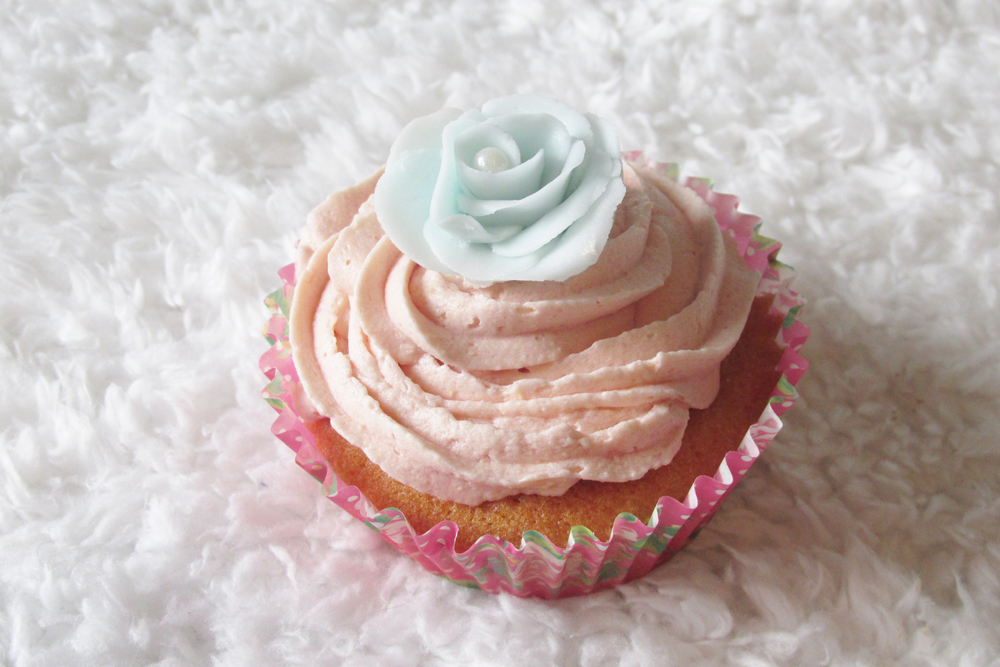 cupcake, pretty cupcake, floral cupcake, flowers on cupcakes, mothers day cupcake
