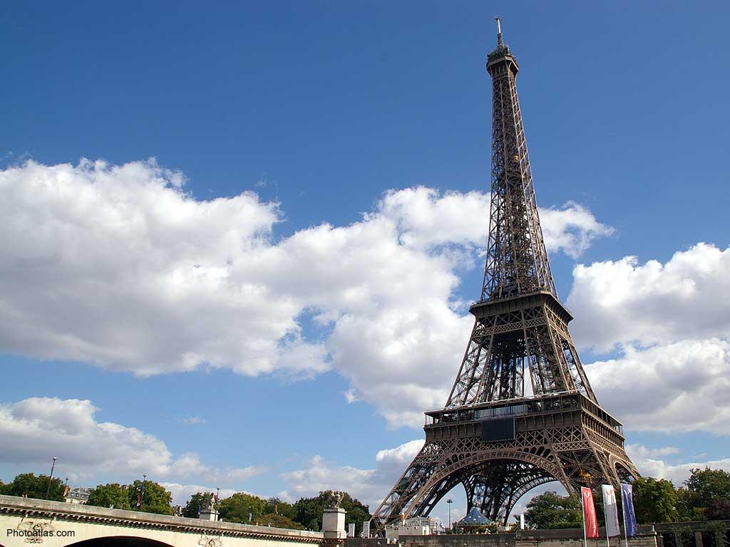 http://1.bp.blogspot.com/-VuWdH3PBn6w/UQgZqsGgmHI/AAAAAAAAljw/6GBxr1jzGYs/s1600/eiffel-tower-paris-wallpaper.jpeg