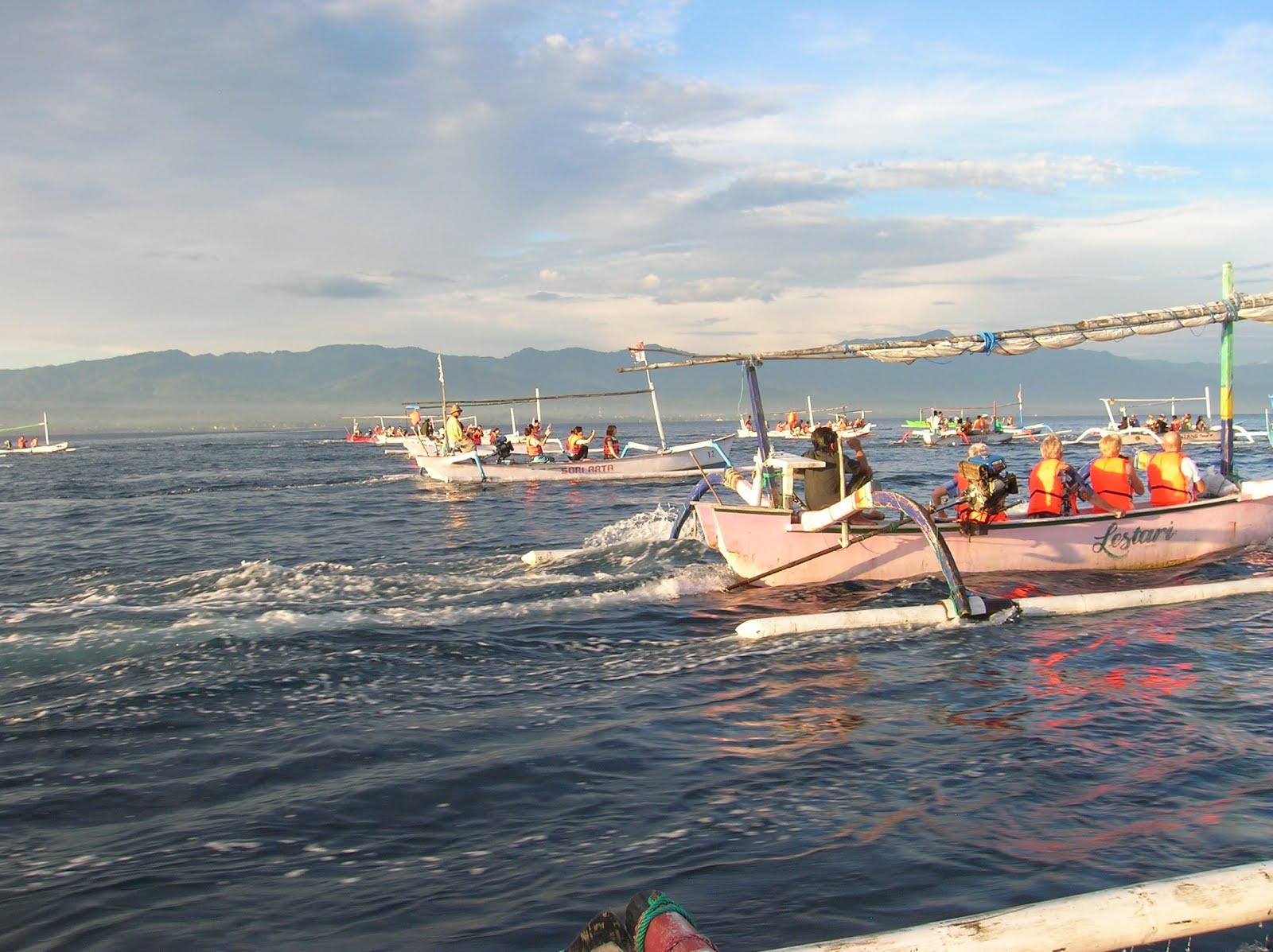 Excursión delfines, Lovina, Isla de Bali,Indonesia, vuelta al mundo, round the world, La vuelta al mundo de Asun y Ricardo