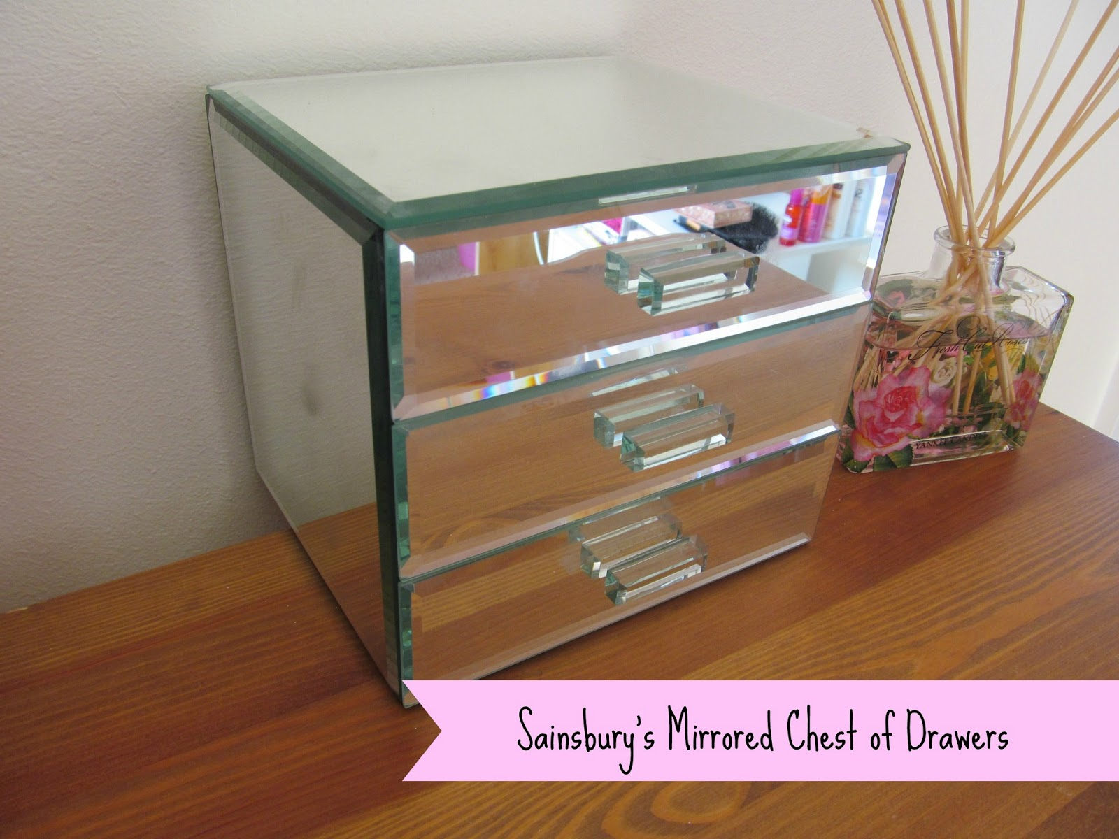 Chloesparkles: New Make-up Storage; Mirrored Drawers