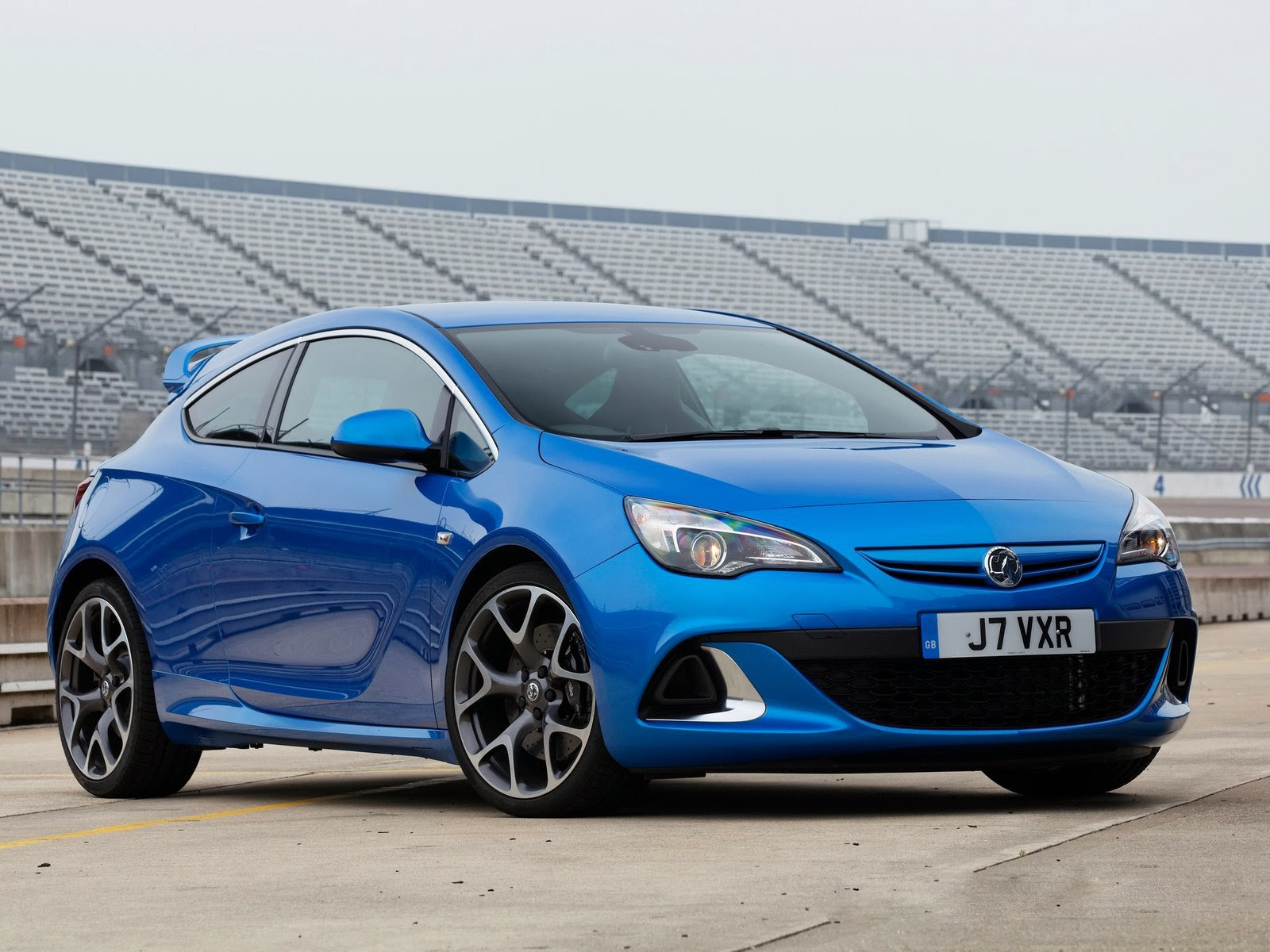 any phers got a 20122013 vauxhall astra vxr page 1