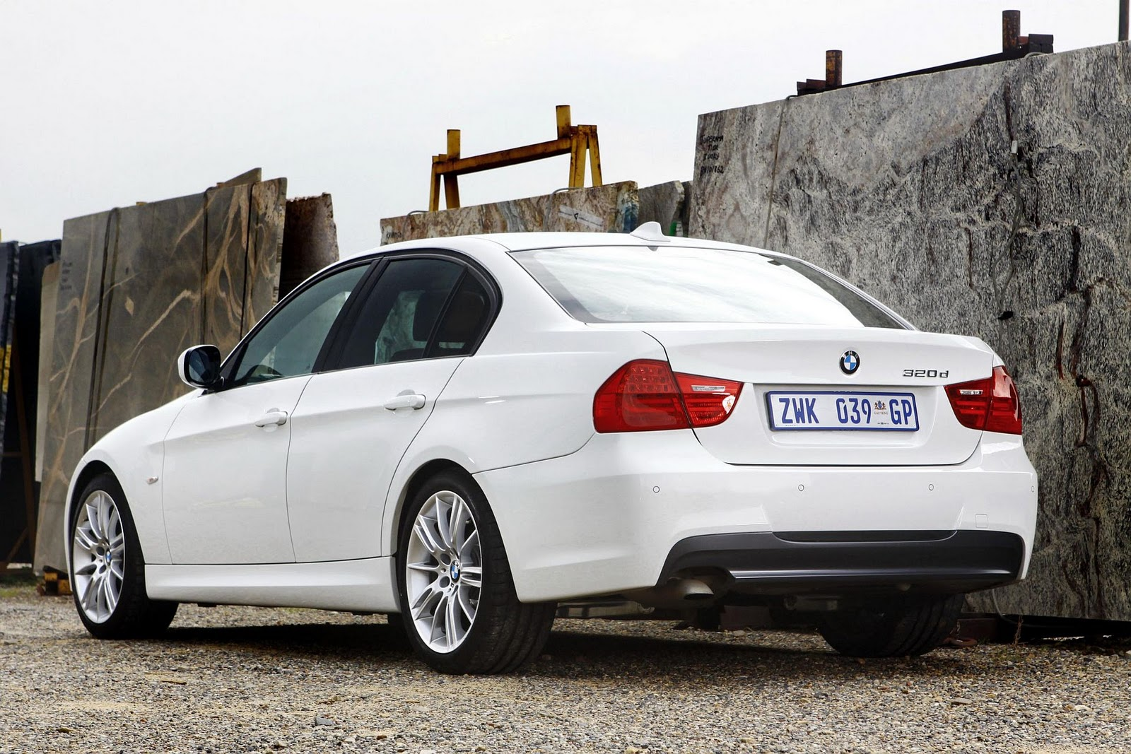 in4ride bmw 320d now with efficientdynamics. Black Bedroom Furniture Sets. Home Design Ideas