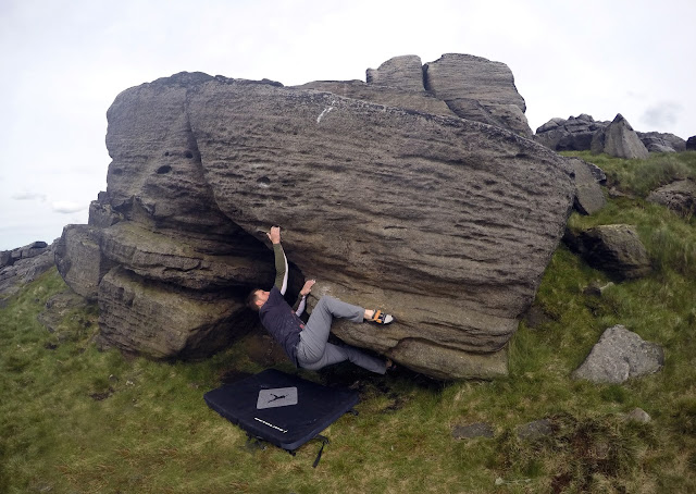Bouldering, climbing, gritstone, natural gritstone, grit, adventure, Lancashire, Blackstone Edge, Littleborough, Greater Manchester, Stony edge, Higher Chelburn,