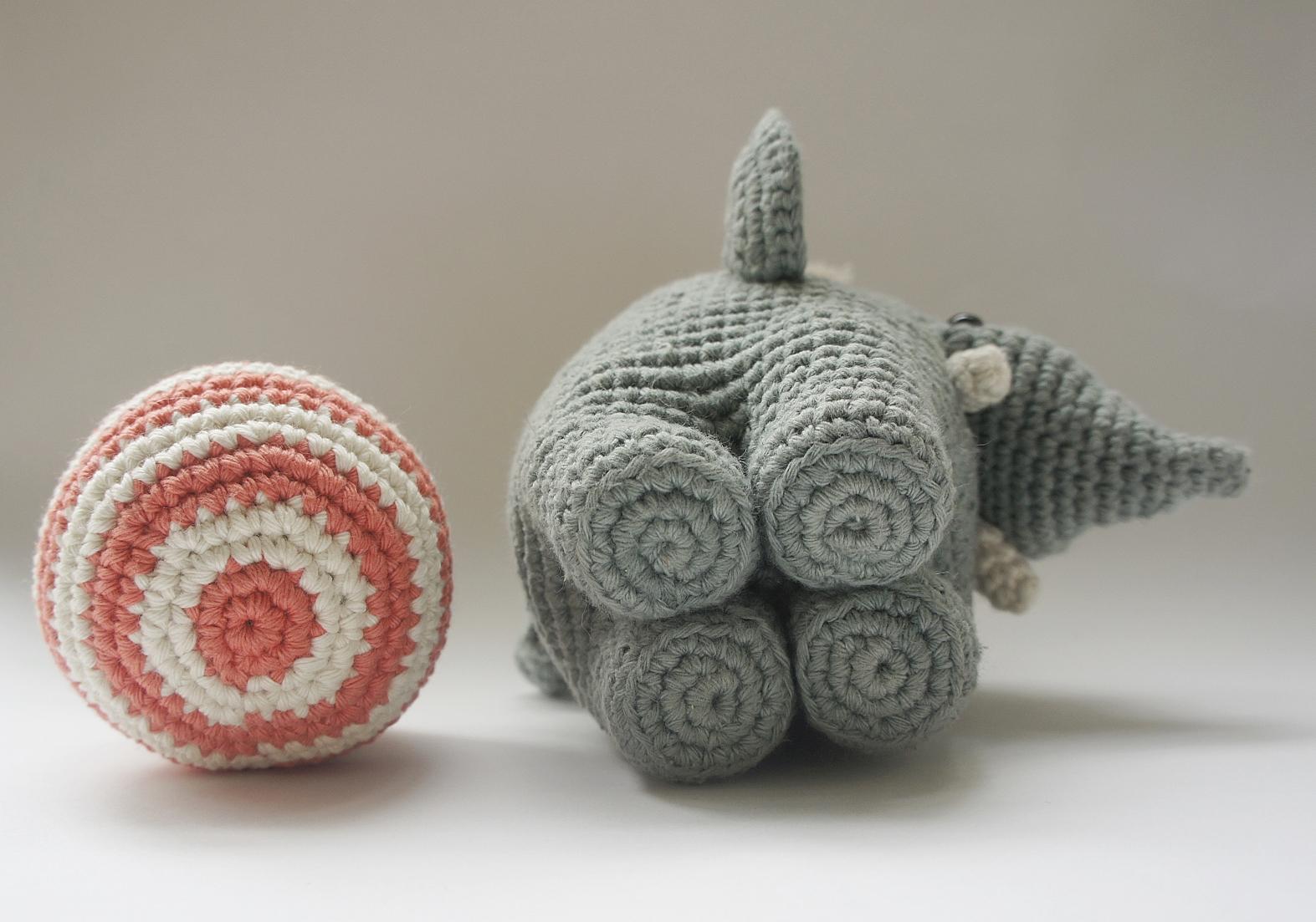 Amour Fou   Crochet }: { Gustav, el Elefante equilibrista... }