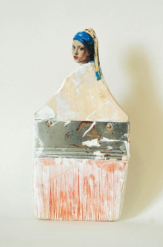 Artista convierte brochas de pintura en esculturas de elegantes damas