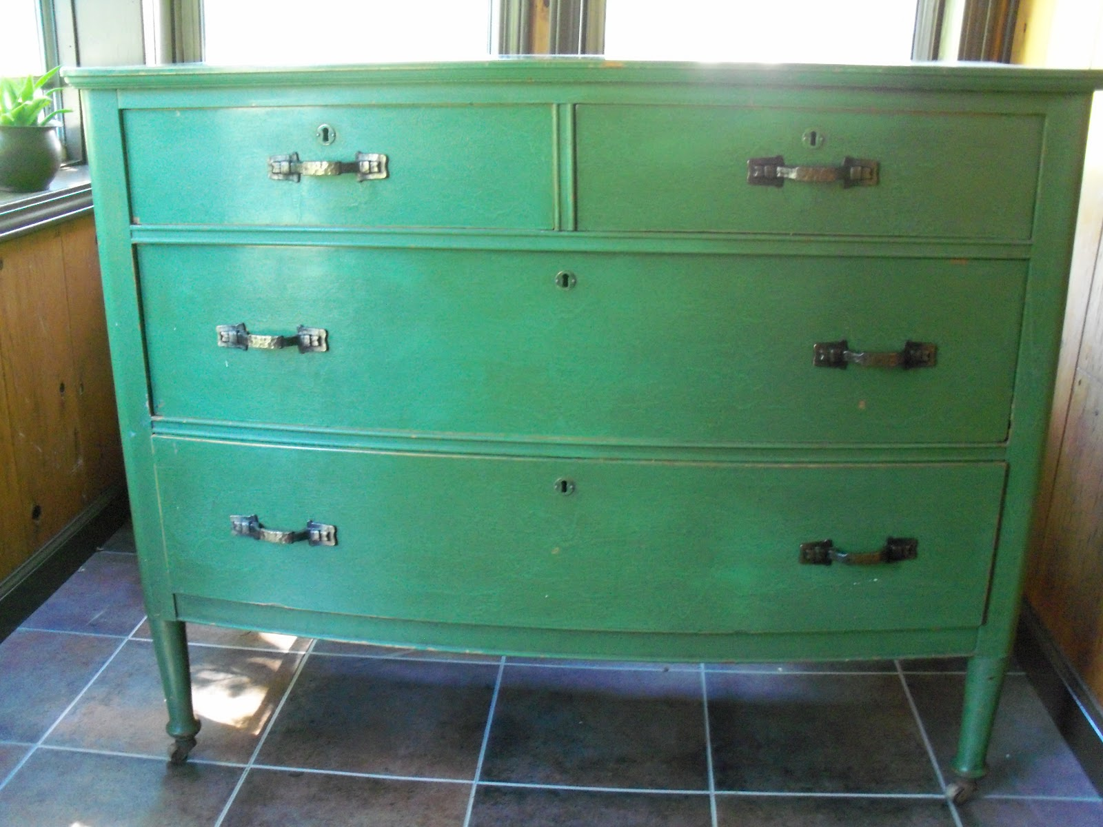 Shelly 39 s vintage blog sprucing up an old musty dresser for Musty smell in drawers