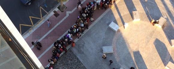 Colas para tramitar la nacionalidad en el Registro Civil de Melilla.