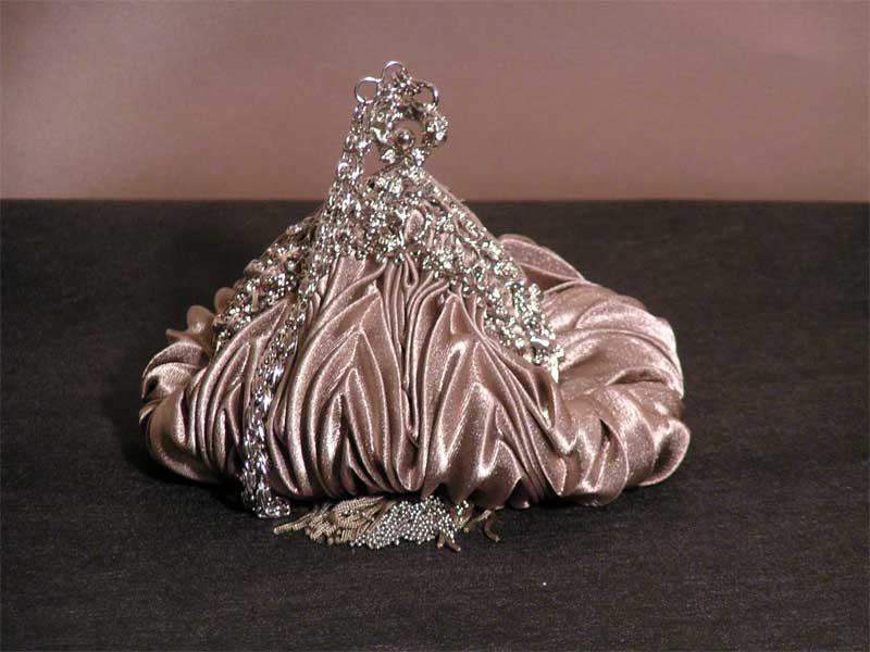 http://1.bp.blogspot.com/-Vw3iXchYyRY/UAnJheeJVvI/AAAAAAAAAWU/t1SU4vLYF_s/s1600/purses.jpg
