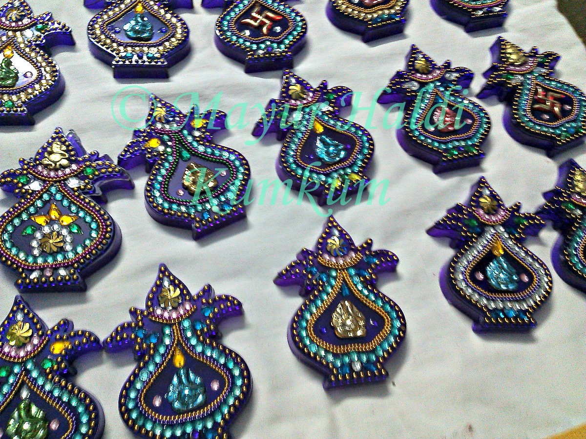 Mayur arts crafts kalash kumkum box - Gifts for gruhapravesam ...