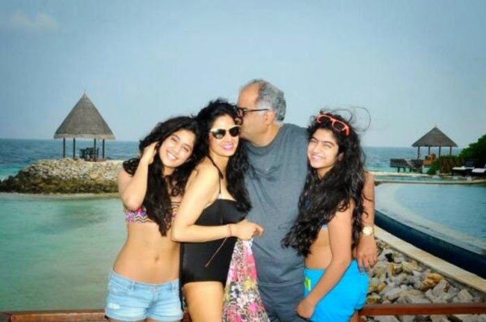 Sridevi and Daughter Jahnavi In Bikini Hot Photos In Beach - Panel ...