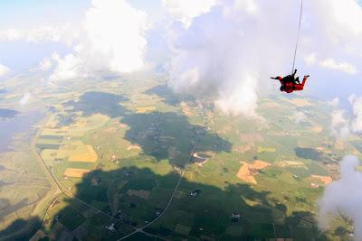 St. Peter-Ording: Fotos eines Tandem-Fallschirmabsprunges über dem ordinger Strand 22