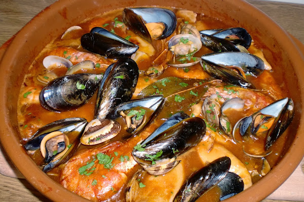 Calamares en salsa con gambas cocinar en casa es for Cocinar zarzuela