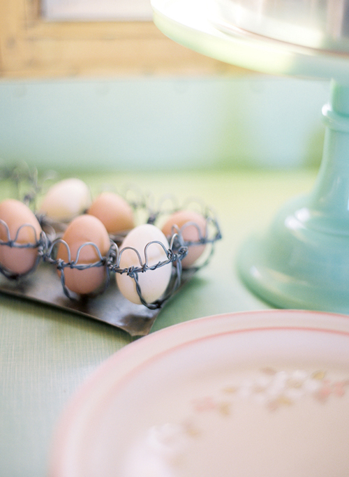 Eggs+in+a+wire+basket+with+vintage+plates Coral Caravan Enjoy Cupcakes Styling | Vintage Styling Inspiration
