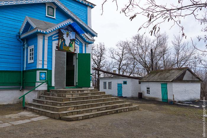 Двор Екатерининской церкви в Краснодонецкой
