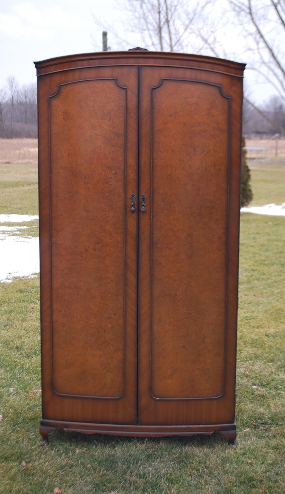 Tribute 20th Decor Scottish Burled Walnut Gents Wardrobe