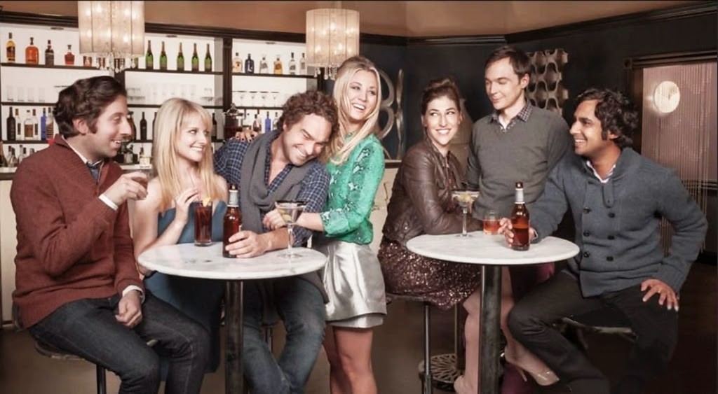 Los actores de The Big Bang Theory posan estilosos en un bar