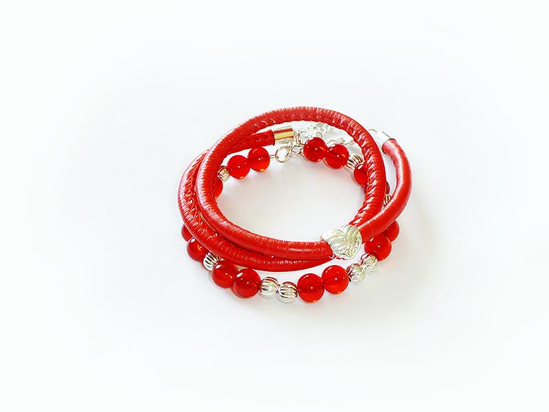 Czerwona z drutem pamięciowym i rzemieniem