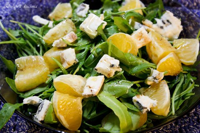 sałatka z rukoli, rukola z pomarańczą, sałatka z rukoli i niebieskiego sera, rukola z serem,