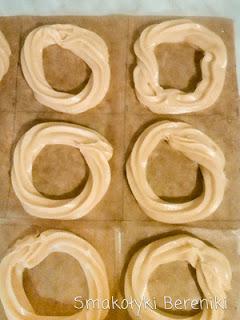 Jak uformować gniazdka z ciasta parzonego?