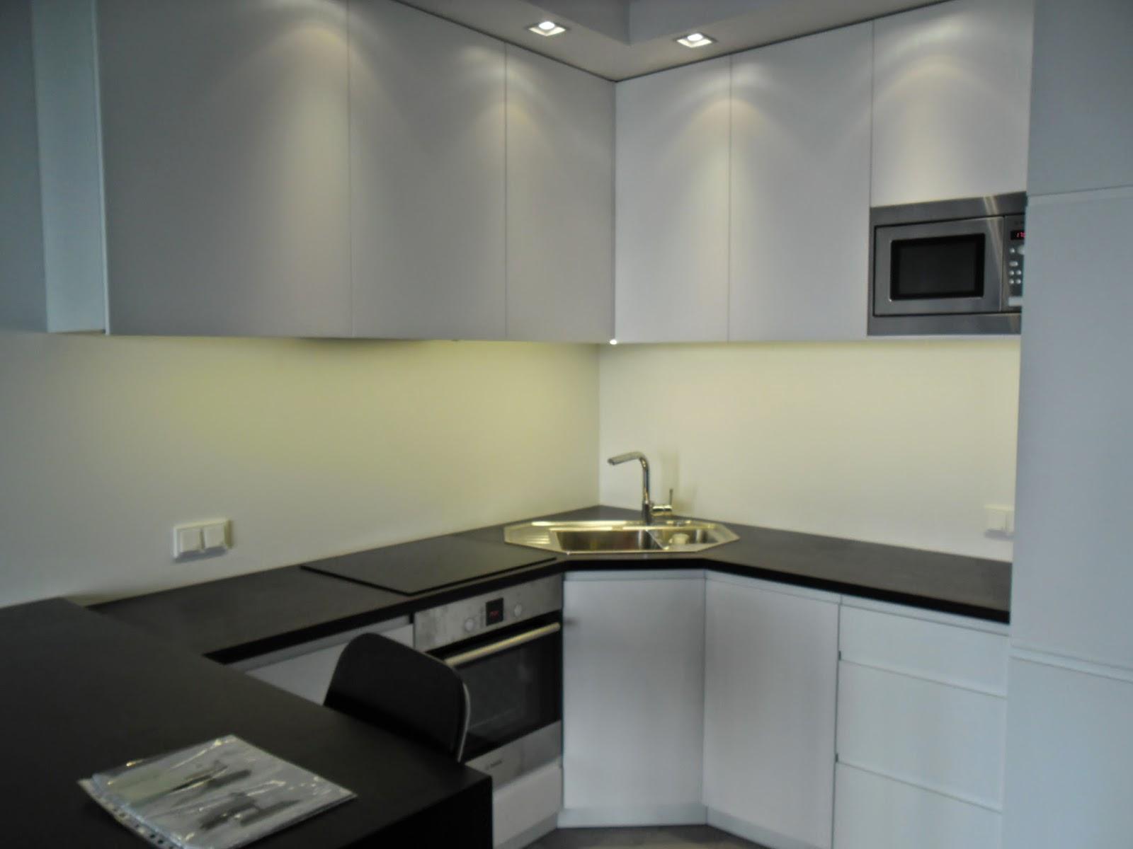 Kuchnia w bloku  biała, funkcjonalna i pojemna  Blog o   -> Mala Kuchnia Z Narożnym Zlewem