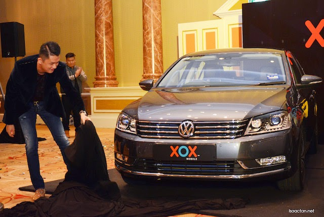 Datuk Eddie Chai, Group Managing Director unveiling the Volkswagen Passat