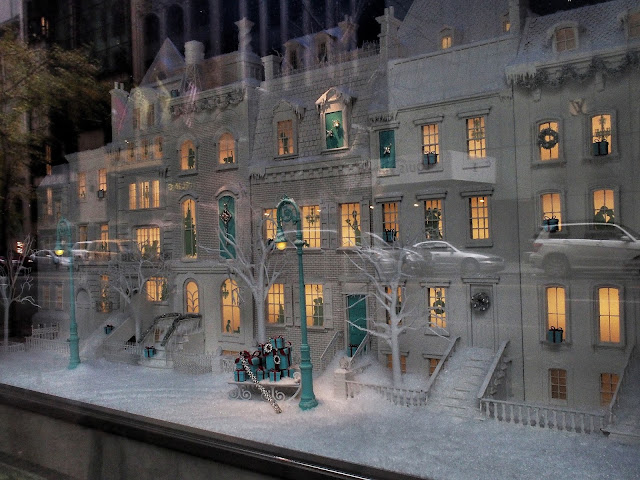Santa Shops at Tiffany's, #Tiffanys #5thavenuewindows New York City
