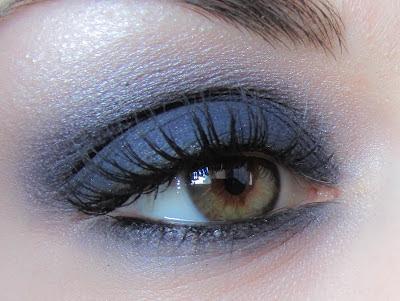 http://chroniquedunemakeupaddict.blogspot.com/2012/05/envie-de-bleu.html