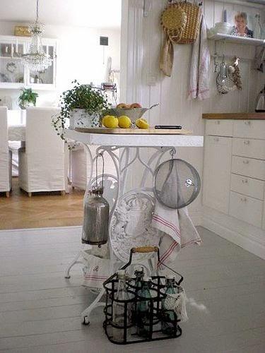 Amores bohemios reciclar m quinas de coser antiguas for Como reciclar una mesa de televisor antigua
