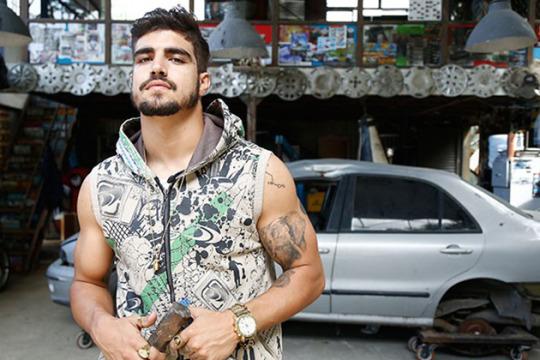 Caio Castro dá trabalho nos bastidores da Globo