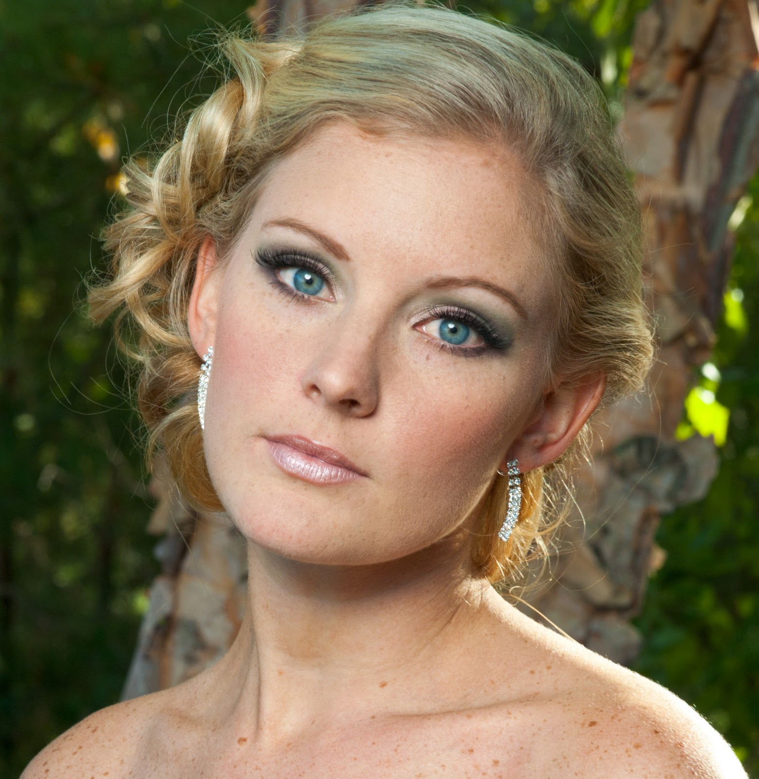 Wedding Makeup For Green Eyes And Brown Hair : Makeup Tips For Blue Eyes And Blonde Hair And Fair Skin ...