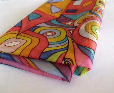 freywille hundertwasser selyemkendő ajándék ötlet