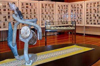 Escultura, buho o lechuza, de Pedro Sanjurjo, Pieycha, en el Centro Asturiano
