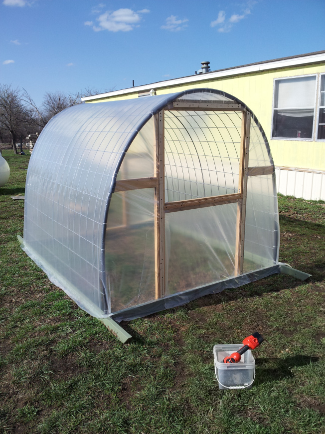Diy how to build a cattle panel greenhouse green iowa energy for Cost to build a house in iowa