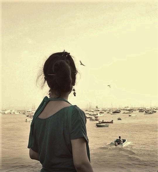जो ढूंढोगे मुझको तो मिल जाऊंगा मै, तुम्हारे हाथों पे बिखरे रंगों से निकले लफ़्ज़ों की खुशबू में...