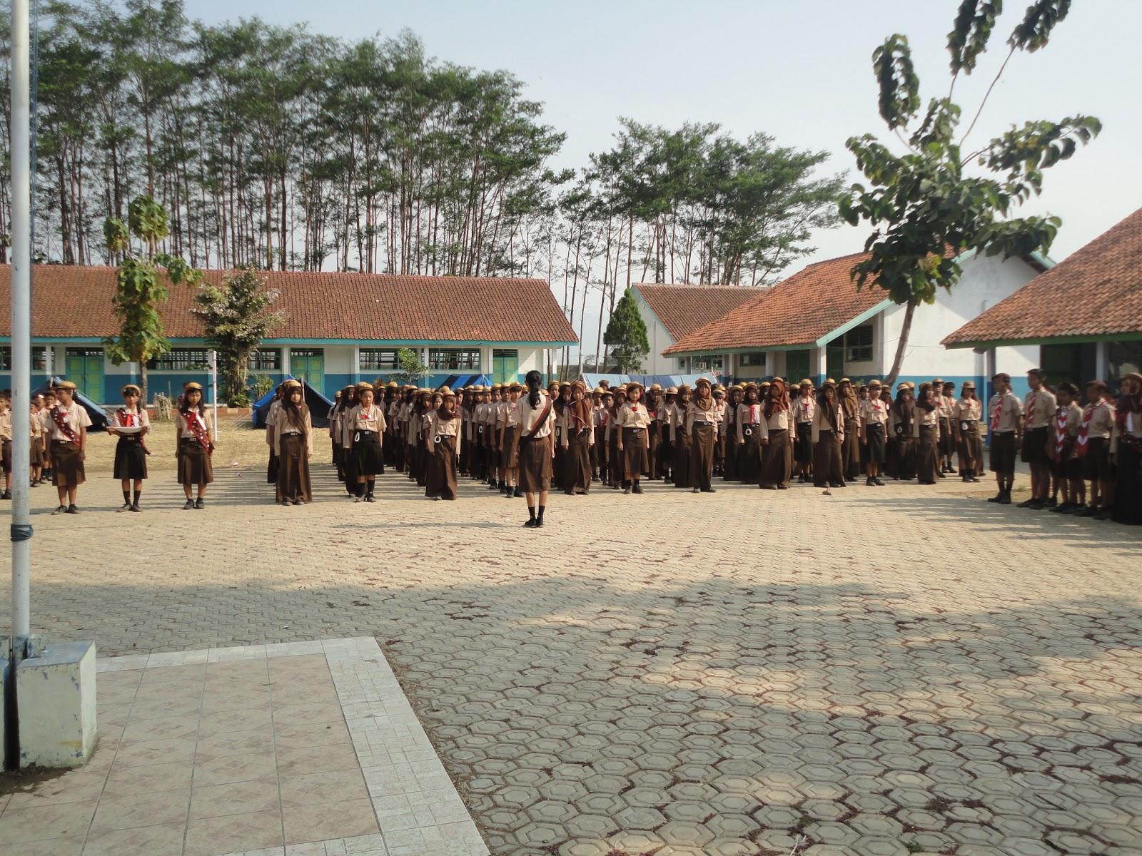 Pramuka Smp N 2 Randudongkal Pasgama Upacara Penggalang Aneka Badge Regu 1 Pemeriksaan Kebersihan Dan Kerapian Setiap Anggota Oleh Komandan