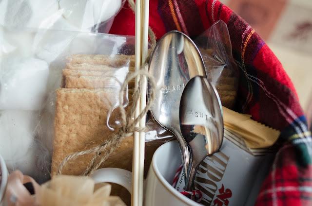Gift them an indoor picnic- lemonthistle.blogspot.ca