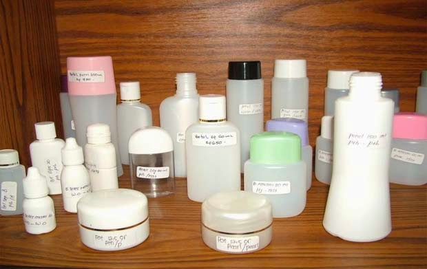 Menggunakan Kosmetik Saat Hamil
