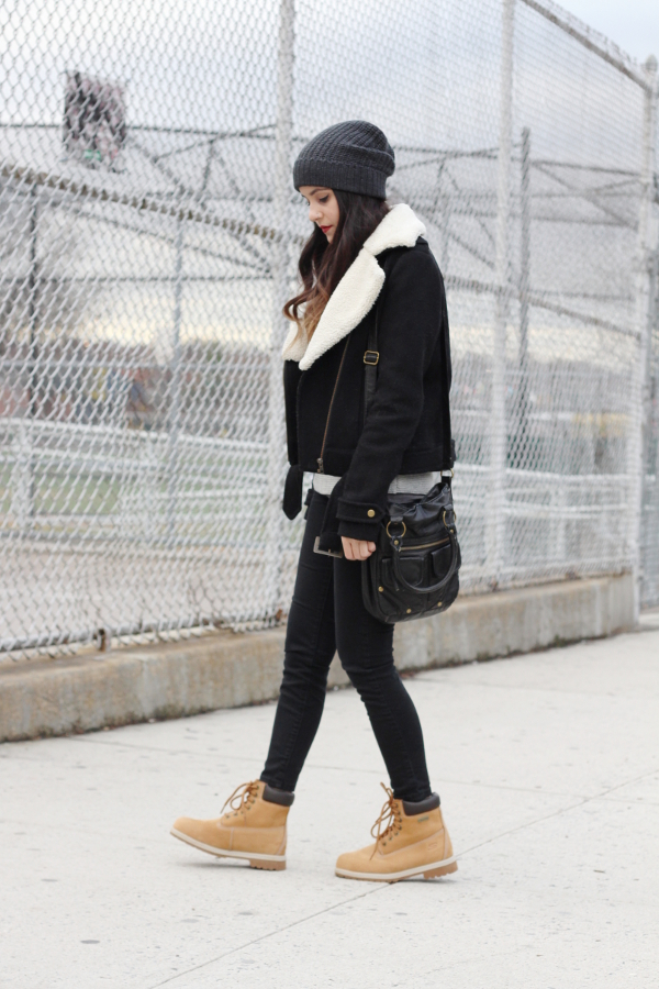 Dress Like Jess Jessica Lemos jesslemos abercrombie & fitch cozy gray branie h&m wool aviator jacket shearling collar pacsun bullhead black skinny jeans t-shirt & jeans black and gold corssbody bag tilly's skechers relaxed fit woodsy construction work boots