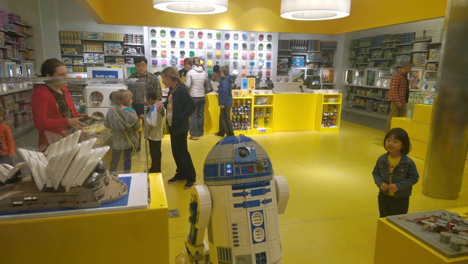 L3-G0 the Lego R2-D2 at the Lego Store