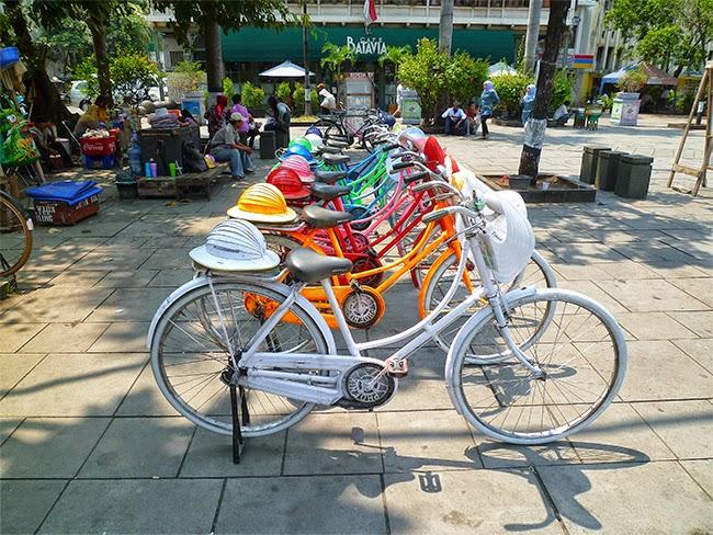 Las bicicletas de la Plaza Fatahillah