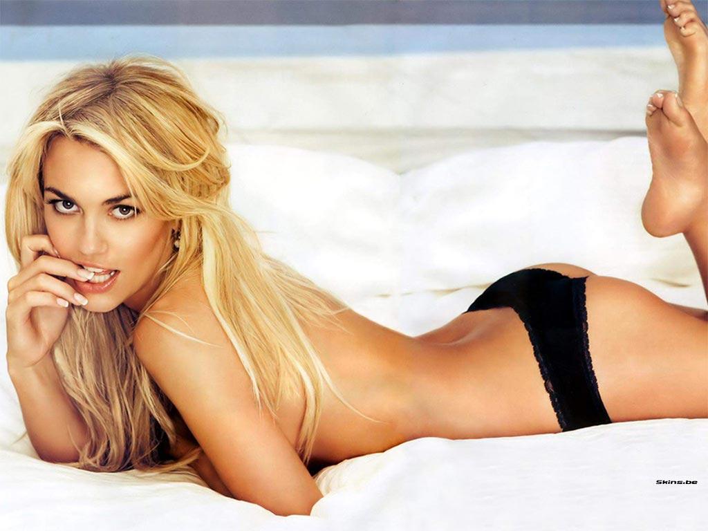 Kelly carlson hot