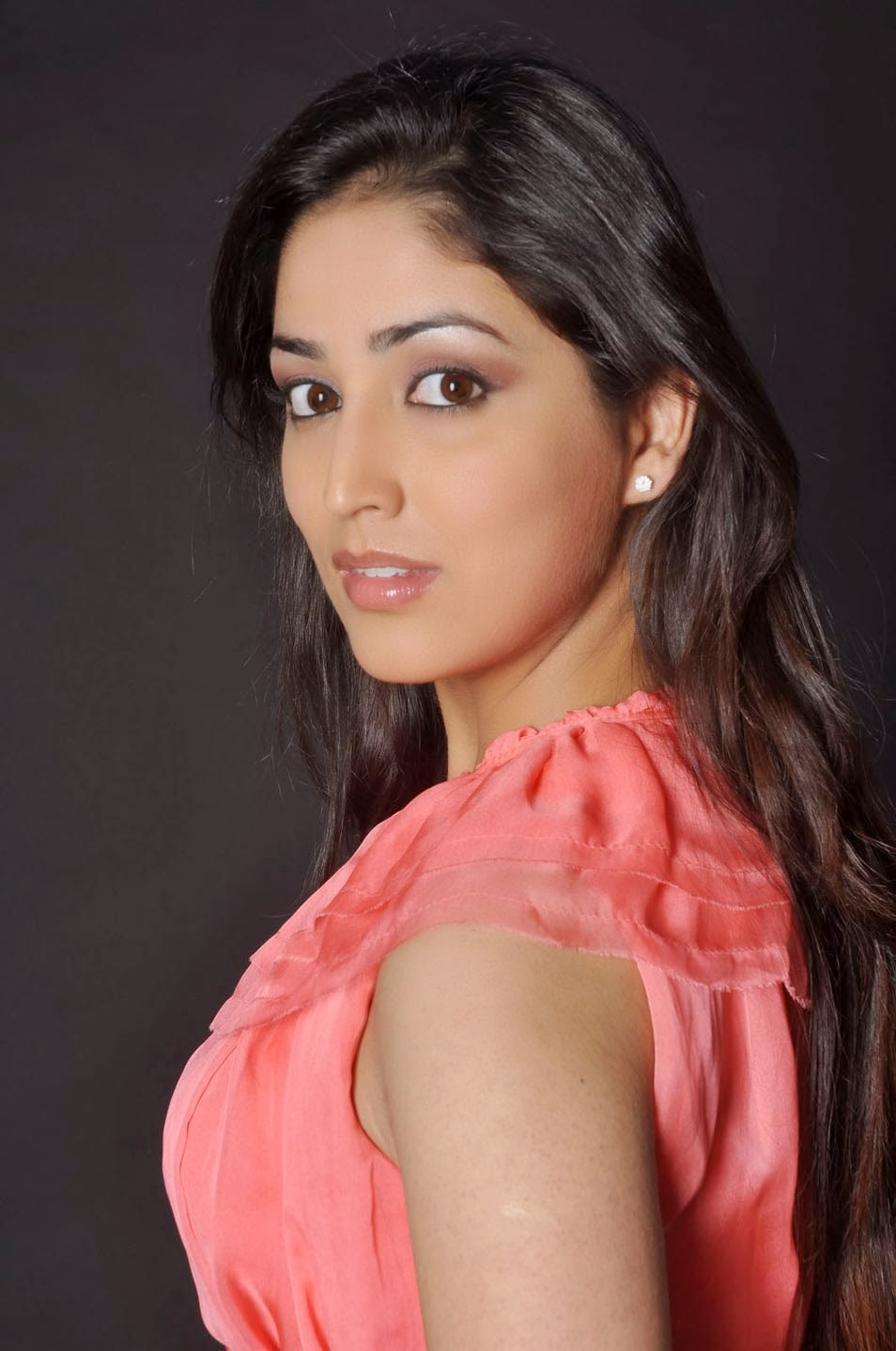 Yami Gautam Latest Unseen Hot Spicy HD Wallpapers