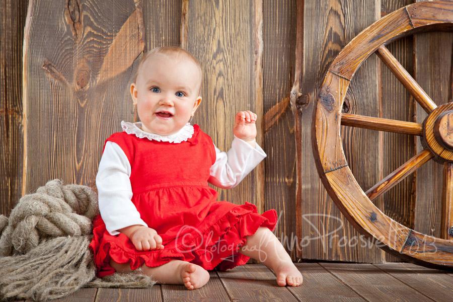 lõbus-beebitüdruk-pildistamas