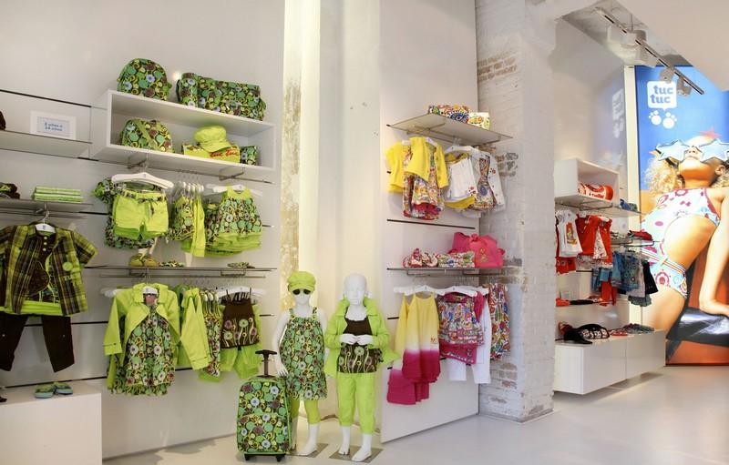 Como decorar uma loja de roupas infantis  Del Carmen by Sarruc