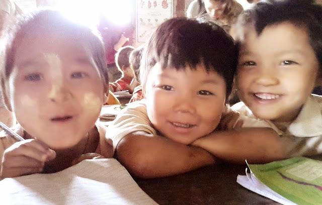 bambini birmani a scuola